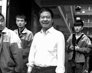 """荣兰祥回应网络推广:""""挖掘机做南瓜饼""""我都不知道"""