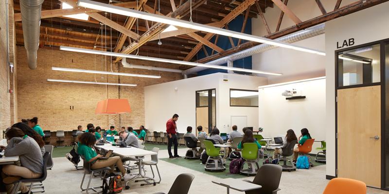 从教室设计看,美国学校如何打造混合式学习氛围的?