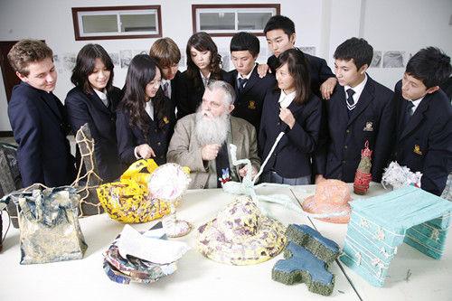 去年IPO的枫叶教育运营策略是什么?