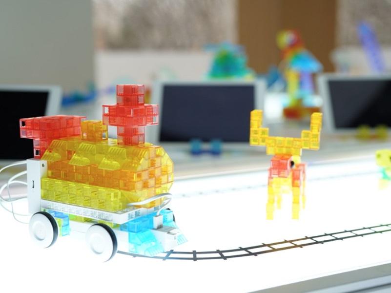 索尼国际教育发布KOOV,科技公司玩起机器人编程教育