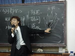 新东方老师如何做到风趣幽默?听听前员工的说法